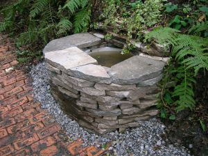 1024px-Wishing_Well_at_the_Vale_Grove