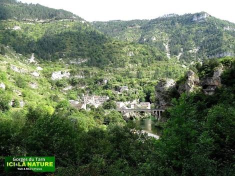 01-hike-mountain-france