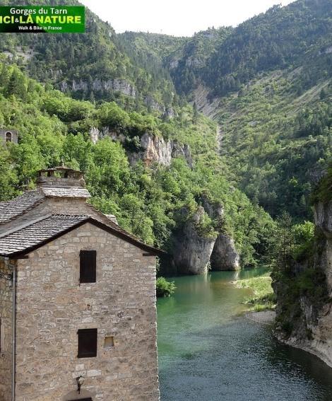 05-hiking-tour-mountain-france