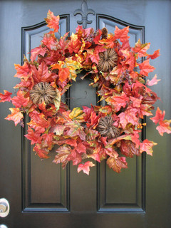 10 Easy Ways to Give Your Entryway and Front Yard a Holiday Boost